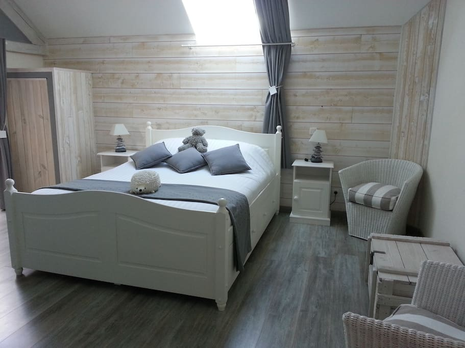 la bourgonnaise chambre d 39 h te cocoon bed breakfasts. Black Bedroom Furniture Sets. Home Design Ideas