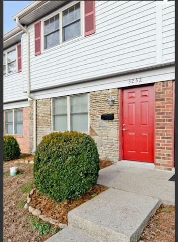 Derby Condo near highway and stores - Jeffersonville - Condominium