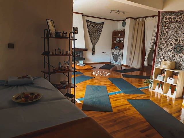 Urban Yoga House Hostel & Retreat