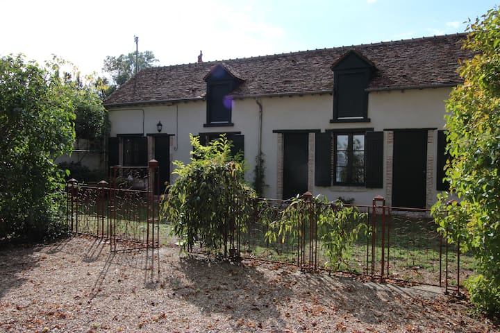 maisonette type longère typique  du Loiret - La Chapelle-Saint-Mesmin - House