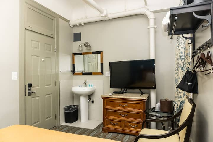 Co-Living - Private Furnished Room + own Fridge