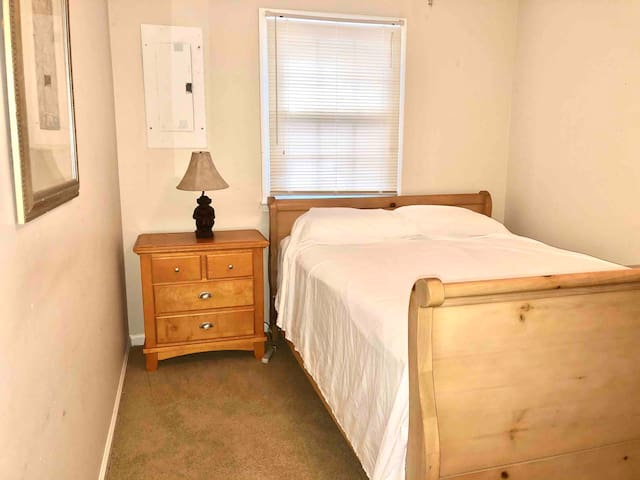 Comfortable queen bed in private room near RDU
