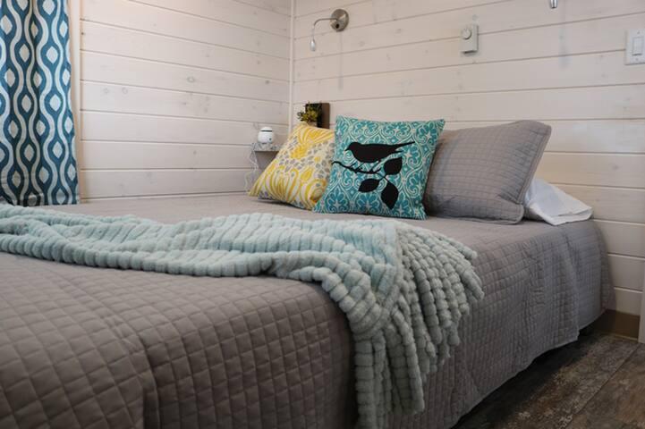 31 Stunning Lakeshore 2 Bedroom Cabin