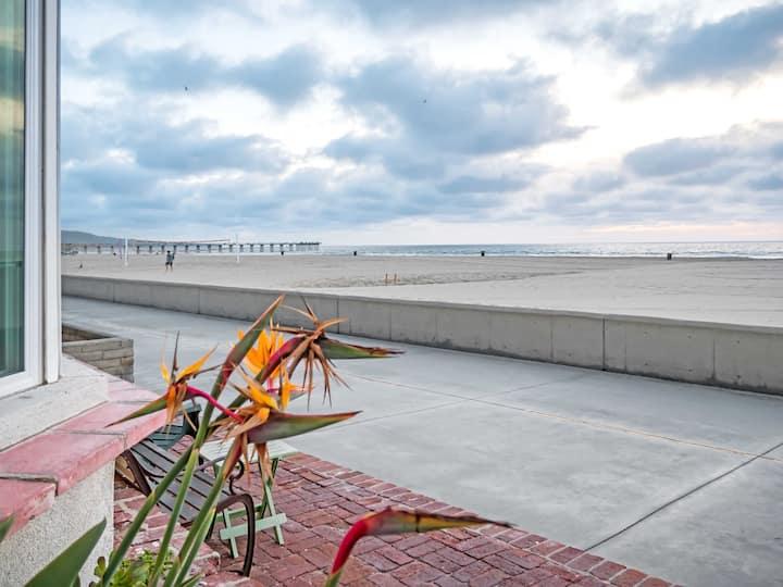 Oceanfront Strand Retreat: Hermosa La Mer