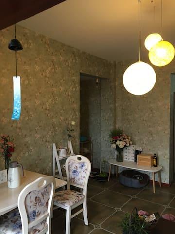 泸州花园洋房,舒适的1.8米大床,长江的好望角,便利的超市和交通系统 - 泸州 - Huoneisto