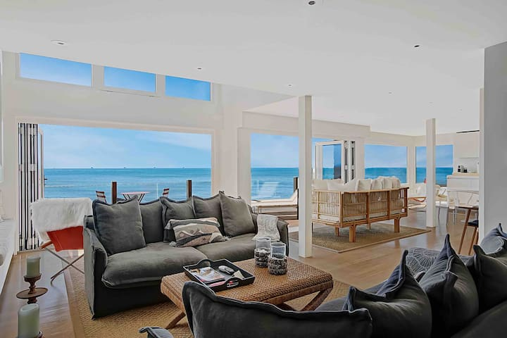 """Strand Hus"" An Ocean Front California Dream"