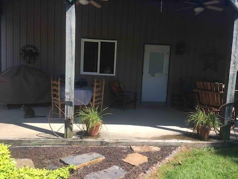 Bunkhouse apartment on peaceful, small horse farm.