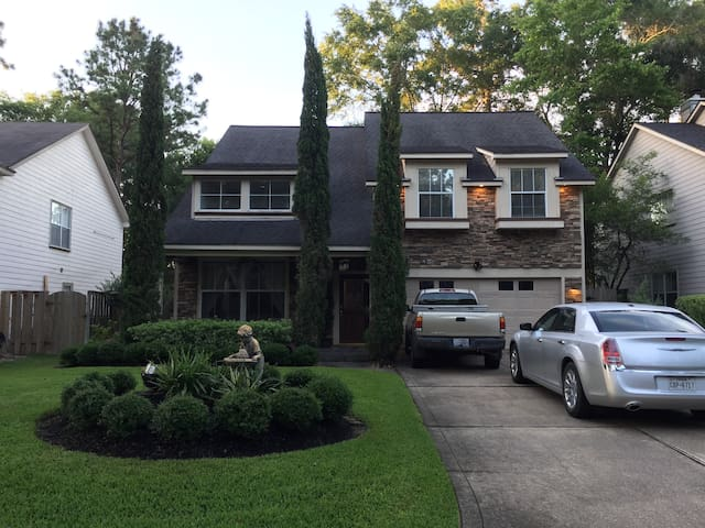 3 Bed/1 Bath @ 2nd floor level of lovely home