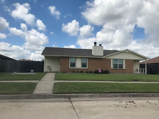 Convenience, Charm/Entire  2 bdrm home Moore