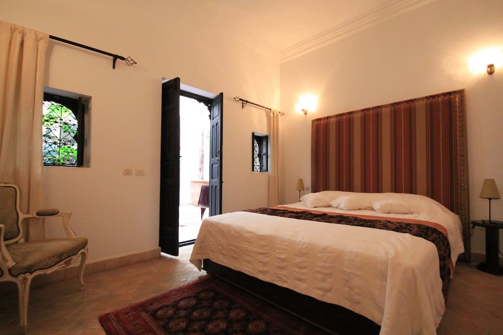 chambre d 39 h te dans riad de charme marrakech bed breakfasts zur miete in marrakesch. Black Bedroom Furniture Sets. Home Design Ideas