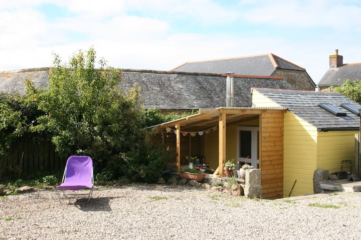 Gorgeous cabin with woodburner close to Newlyn