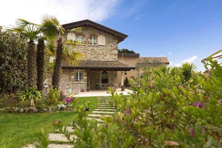 Wonderful fully restyled Villa Lake Garda view
