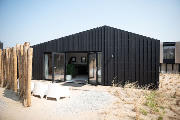 Modern lodge with 2 bathrooms, 100 m. from the sea