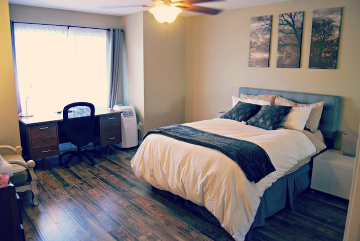 Newly decorated room with cable- spacious quiet-2 - San Diego - Hus