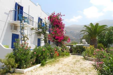 Aegiali Beach Triple Room, Amorgos - Amorgos - Bed & Breakfast