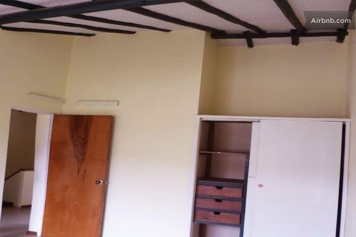 ALCOBA PLANTA ALTA