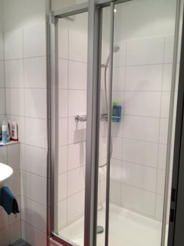 Badezimmer / Dusche - bathroom / shower