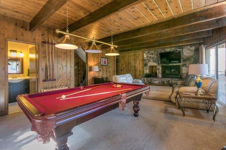 Lakeview^Walk 2 Lakes/Village/Town^Pro Pool Table - Lake Arrowhead - House