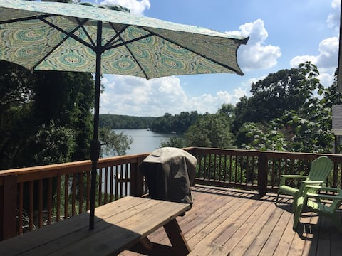Cozy lakeside cottage 25 mins to uptown Charlotte