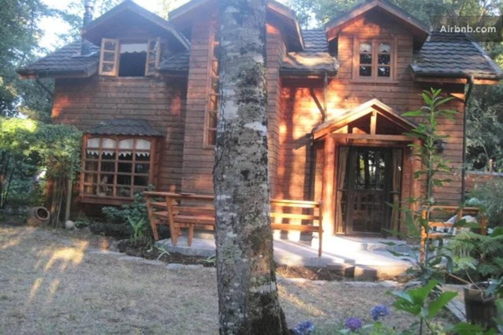 Casa desde el jardín