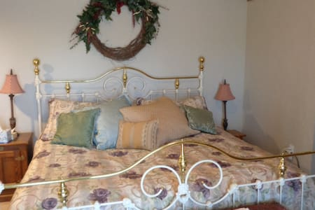Private Spacious Suite, Centrally Located, 420 OK - Denver - Talo