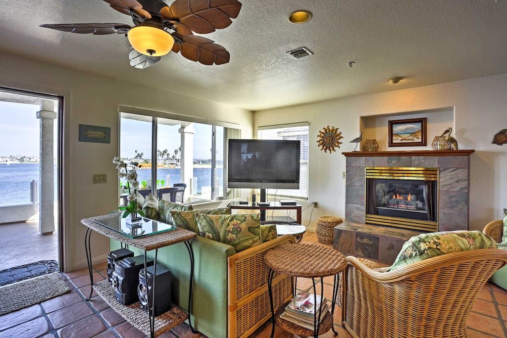 Relax as you watch your favorite show on the flat screen cable TV. Fireplace adds warmth on chilly nights.