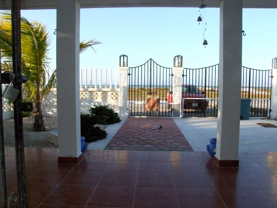 Facing the beach and the entrance to Villa