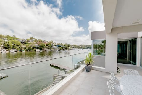 Bayside Retreat ~ Peace and Luxury beside the city