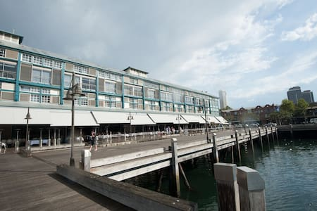 Historic Harbourside Finger Wharf - Woolloomooloo - Apartment