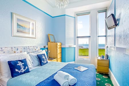 Isaac Singer 1st Floor, Sea View, Double Room, with en-suite Shower Room