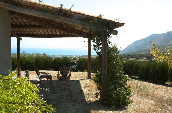 Country house- 2km from the sea.  - Stalettì - Huoneisto
