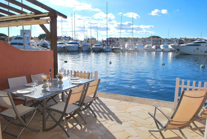 Fisherman house with WIFI, A/C and a 14m-mooring,