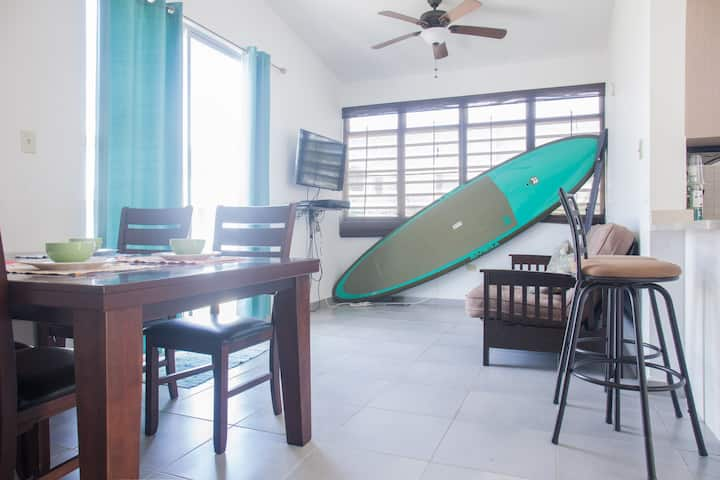 2br house 2 bth Walk to beach (2 min pool in front
