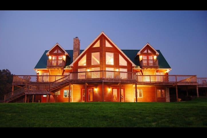 Lyric Springs Retreat House - Franklin - Blockhütte