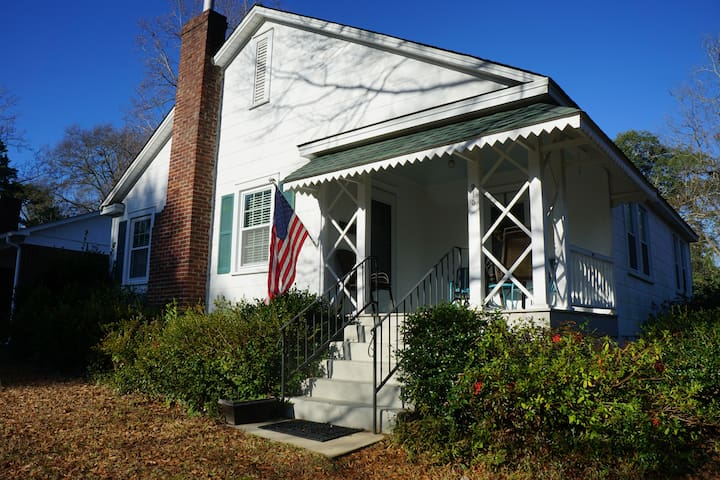 Cozy Carolina Cottage minutes from Downtown - Columbia - House