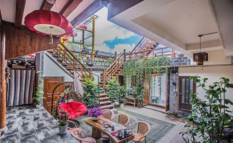 亲的旅游 大研古城心缘大水车 优选房源 ——阳光舒适大床房 高性价比之选 - Lijiang - Casa