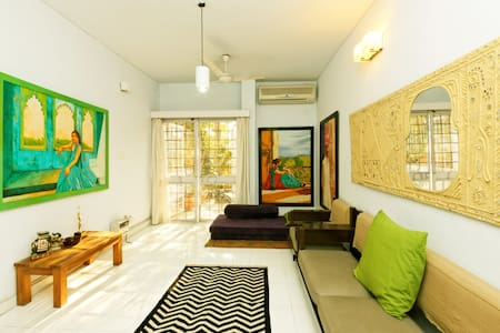 Amazing Cool Secure and Safe Stay - New Delhi - Apartment