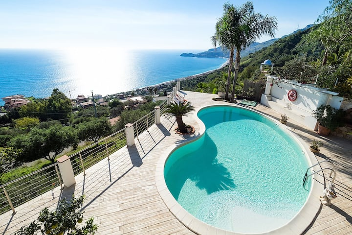 Villa with panoramic sea view pool a few km from Taormina