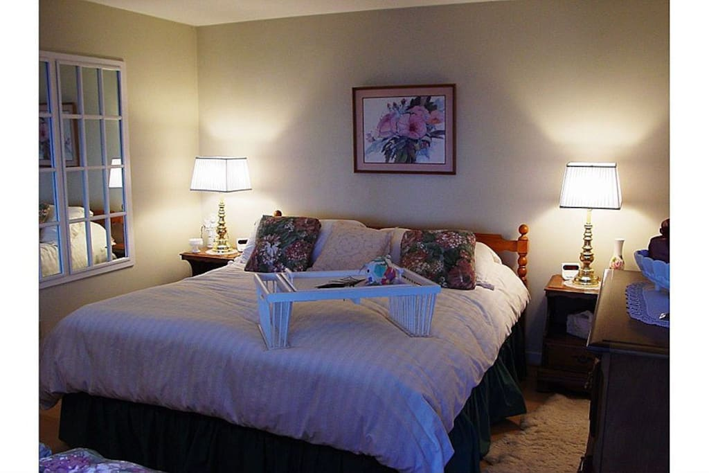 Sleep in luxury in the King size bed with fluffy comforter.