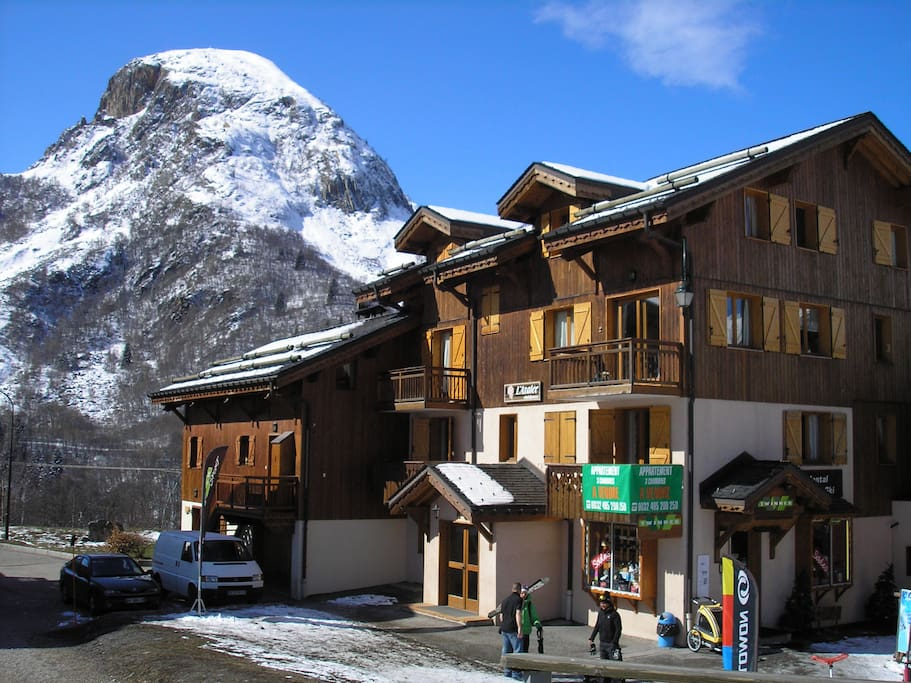 Our house on the left side, restaurants in the middle, also a shop, on the right the skischool.