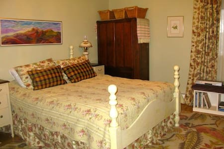 Country Style Bed and Breakfast - Courtenay - Bed & Breakfast