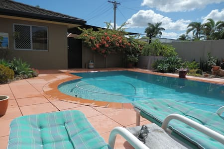 Gold Coast Room on canal with pool - Broadbeach Waters