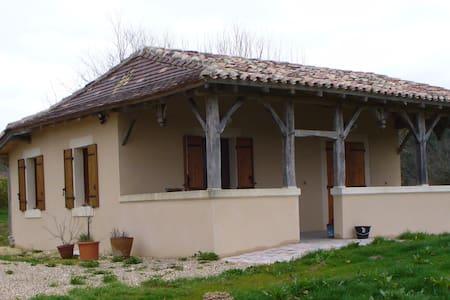Gîte Dordogne - Échourgnac - ที่พักธรรมชาติ