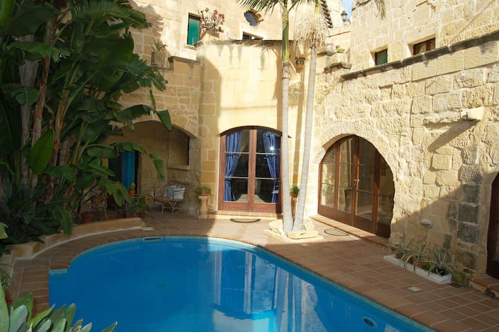 Double standard room in farmhouse b&b - Gozo - L-Għarb - Huvila
