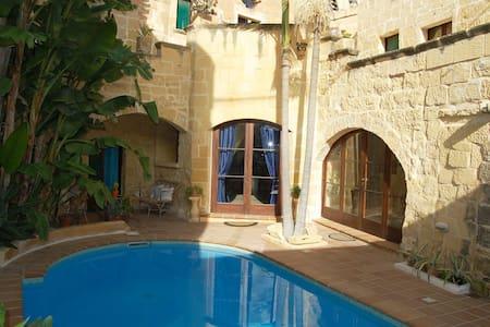 Double room in farmhouse b&b - Gozo - L-Għarb