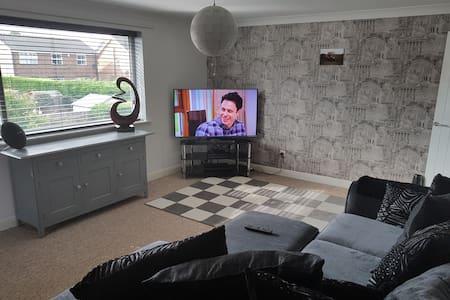 Stylish 1 bedroom apartment - New Waltham - Apartment