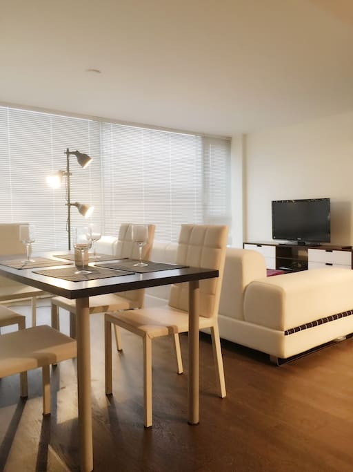 New Two Bedroom With Full Furniture Apartments For Rent In Richmond Britis