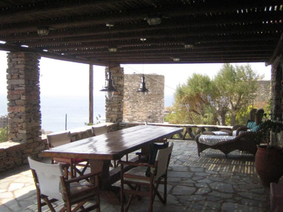 Front outdoor veranda dinning with 180 degree views