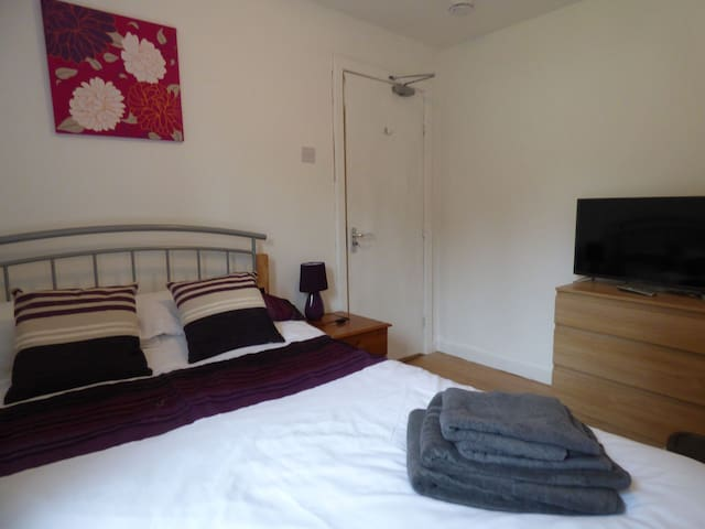 Room 2 - 15 Harvey Road