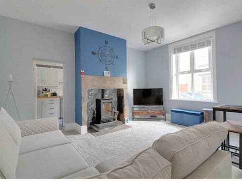 MAY COTTAGE - £49 p/n Stylish, Spacious & Peaceful